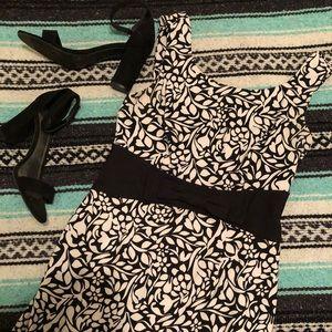Dresses & Skirts - Black & White Floral Dress